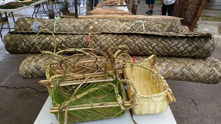 Pandanus leaf mats and kopwou baskets Dana
